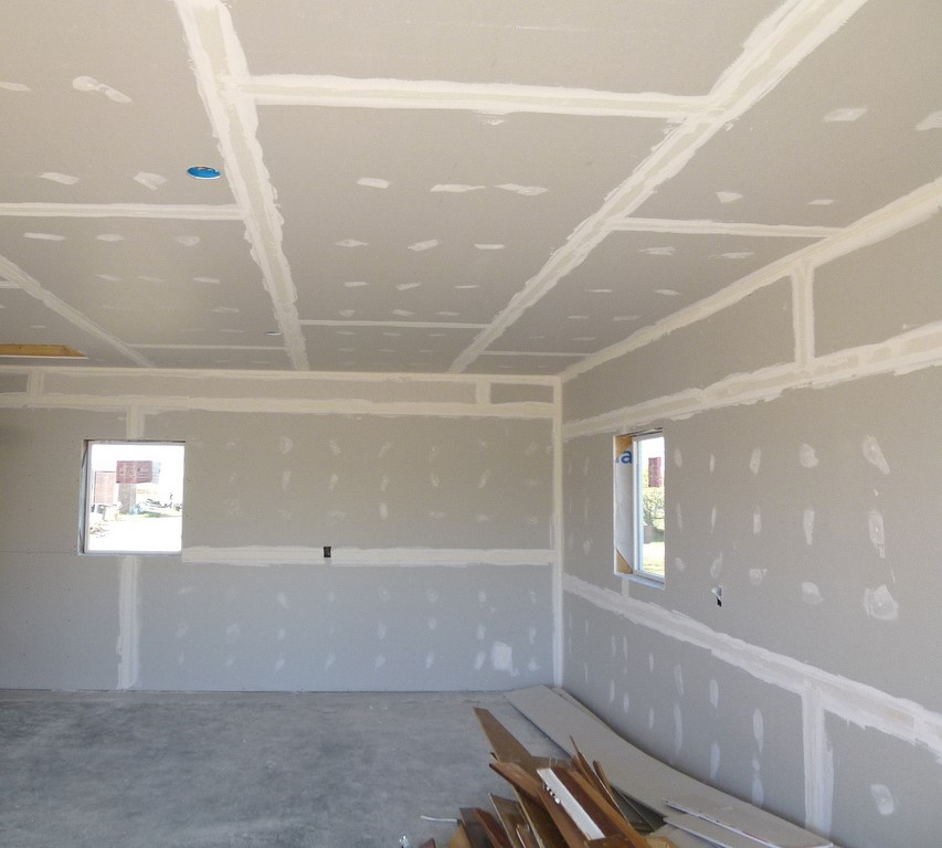 4 Reasons Why You Need Professionals For Drywall Repair